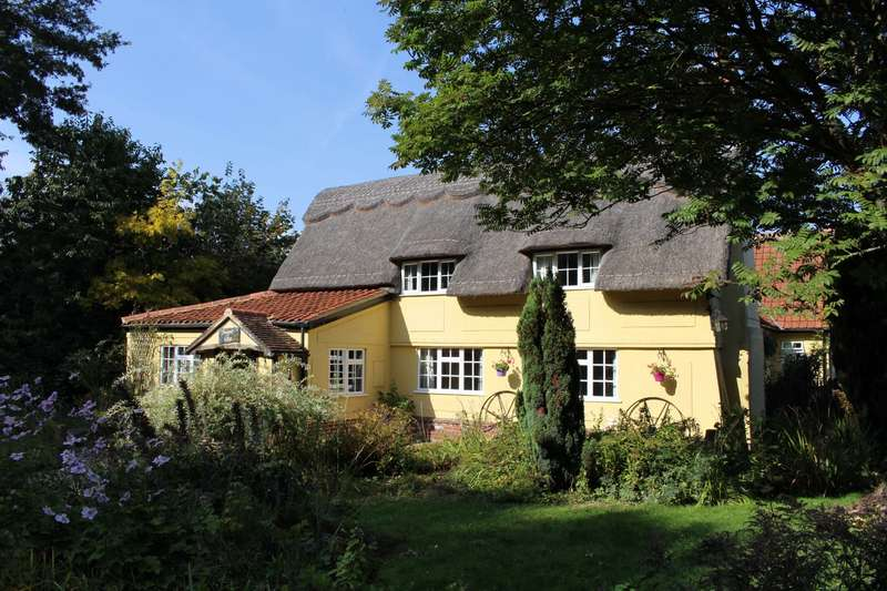 5 Bedrooms Cottage House for sale in Honeypot Cottage, Thwaite, Eye, IP23