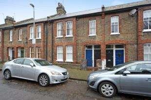 2 Bedrooms Flat for sale in Gambetta Street, Battersea, London