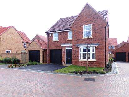 4 Bedrooms Detached House for sale in Mayfair Court, Northallerton