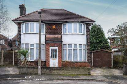 3 Bedrooms Detached House for sale in Conway Close, Whitefield, Manchester, Greater Manchester