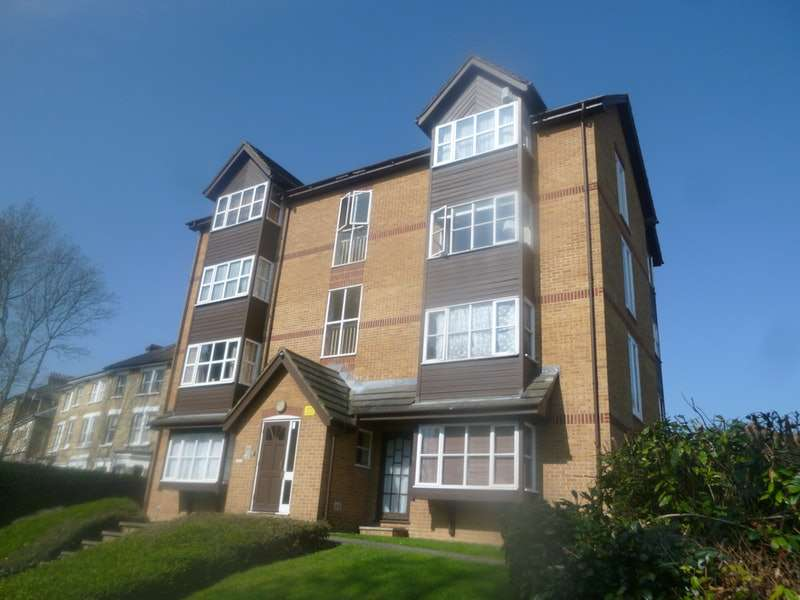 Studio Flat for sale in Orchard Grove, London, London, SE20