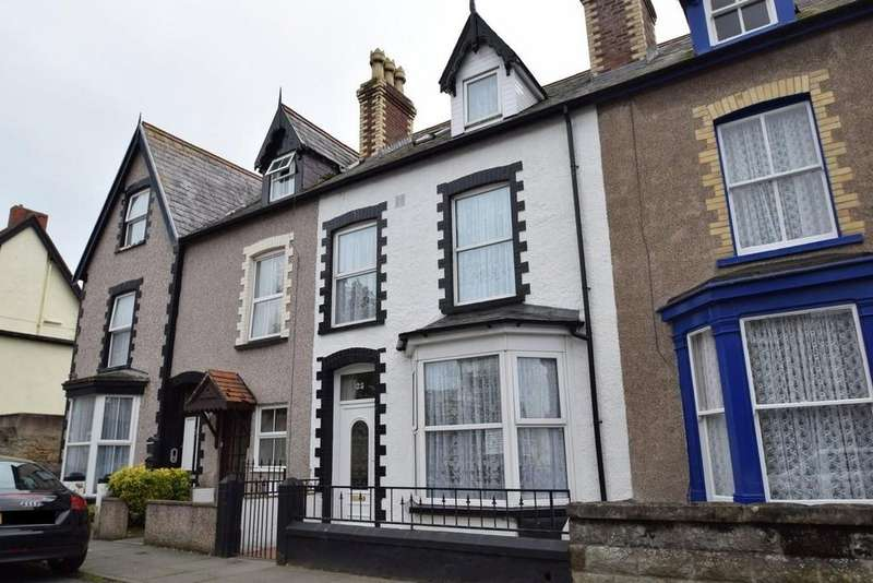 5 Bedrooms Terraced House for sale in Victoria Street, Craig y Don