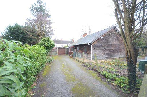 2 Bedrooms Bungalow for sale in Hawthorn Gardens, Reading, Berkshire