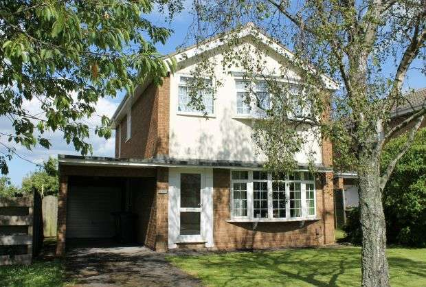 4 Bedrooms Detached House for sale in Enfield Chase, Hunters Hill, Guisborough