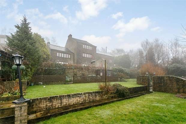 5 Bedrooms Detached House for sale in Howards Lane, Mossley, Ashton-under-Lyne, Greater Manchester