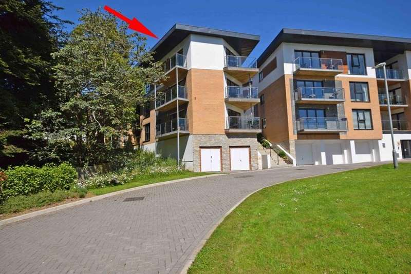 2 Bedrooms Penthouse Flat for sale in Duporth, St Austell, Cornwall, PL26