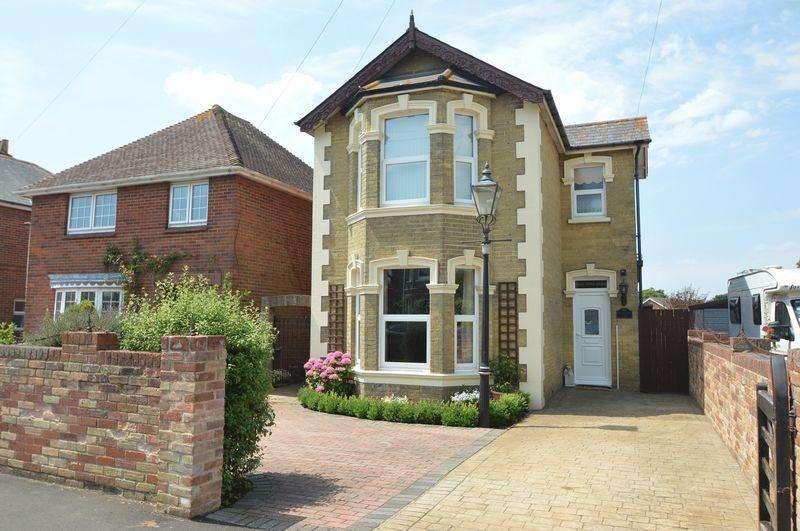 3 Bedrooms Detached House for sale in ELMFIELD, RYDE