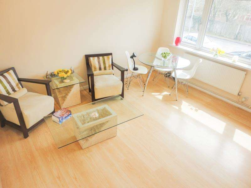 2 Bedrooms Maisonette Flat for sale in Guernesey Close, Hounslow