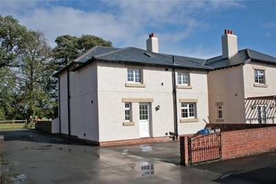 3 Bedrooms Barn Conversion Character Property for rent in Chestnut Farm Hooton Road