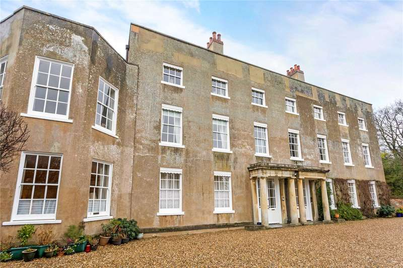 2 Bedrooms Flat for sale in Castle House, Old Bath Road, Newbury, Berkshire, RG14