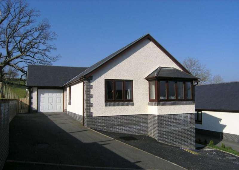 3 Bedrooms Bungalow for sale in Cae'r Dderwen, Dolgellau, LL40