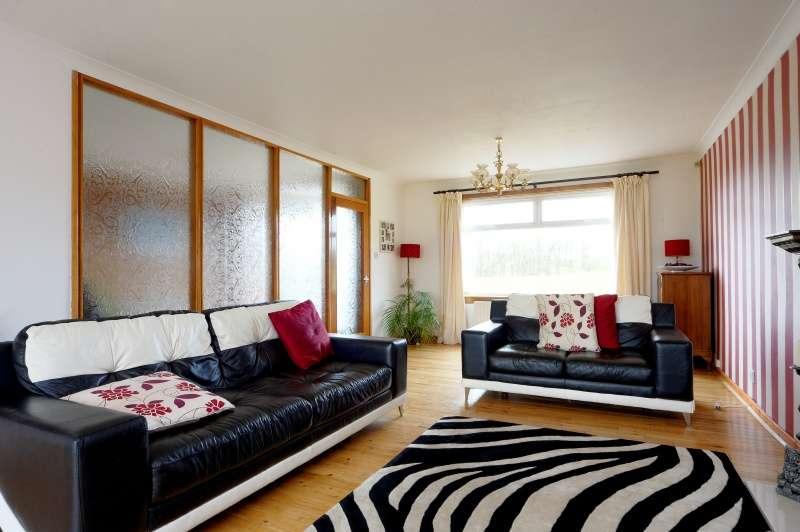 4 Bedrooms Bungalow for sale in Lee Meadow Road, Braidwood, Carluke, South Lanarkshire, ML8 5PJ