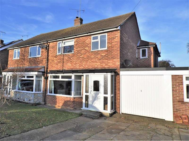 4 Bedrooms Semi Detached House for sale in Leslie Gardens, Rayleigh