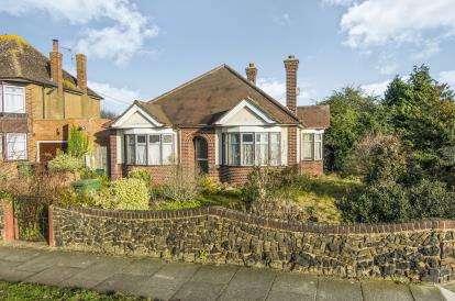 2 Bedrooms Bungalow for sale in Grays, Essex, .