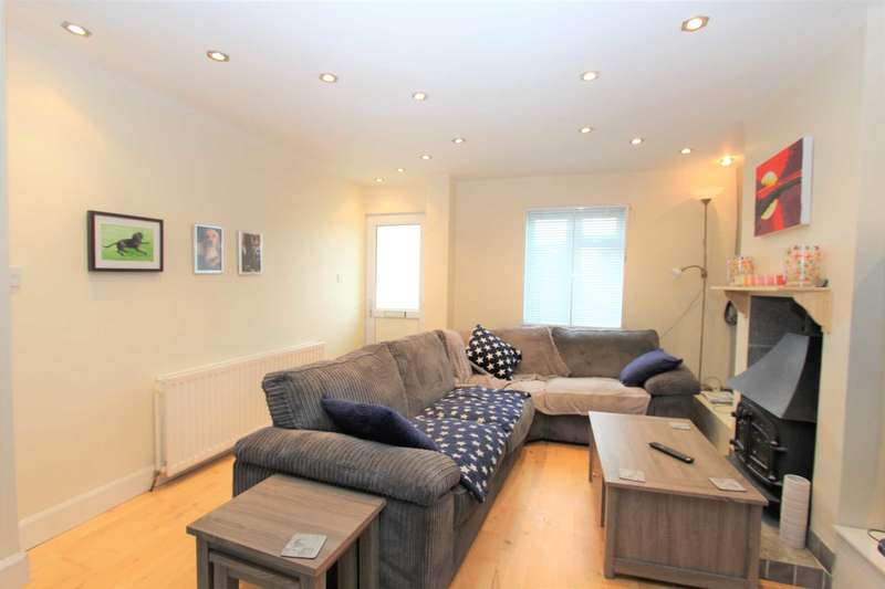 3 Bedrooms Terraced House for sale in Huntley Avenue, Gravesend