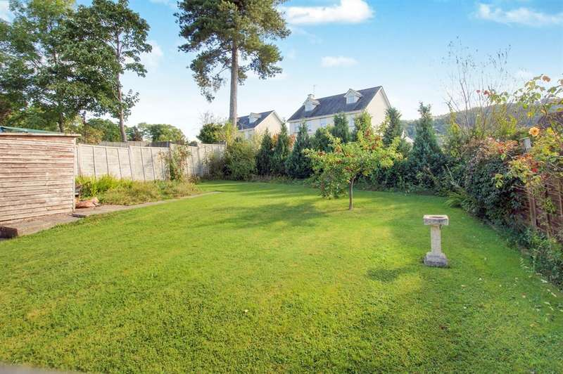 2 Bedrooms Detached Bungalow for sale in Fairview Close, Wyesham, Monmouth
