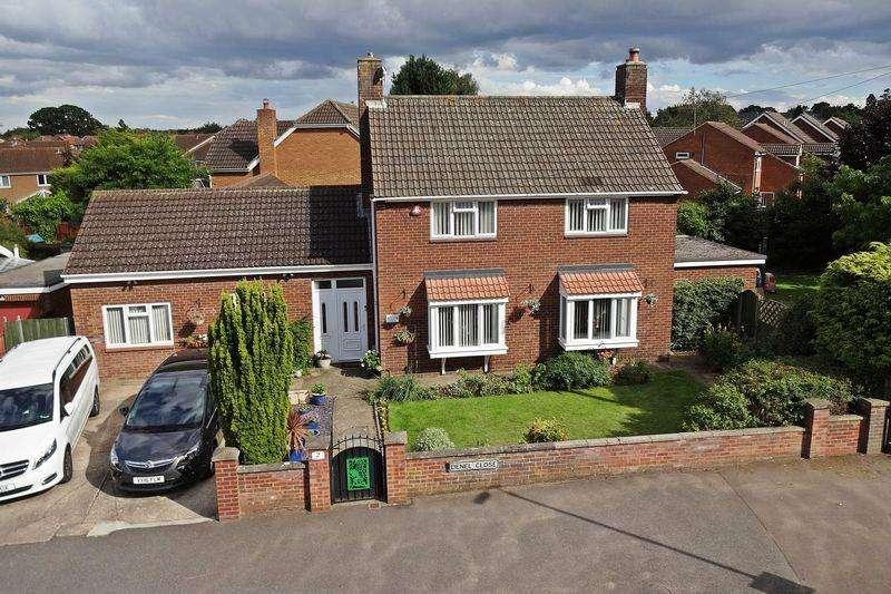 5 Bedrooms Detached House for sale in Denel Close, Flitwick