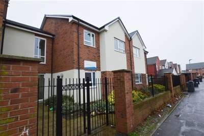 2 Bedrooms Flat for rent in Doe Quarry Terrace, Dinnington, Sheffield, S25