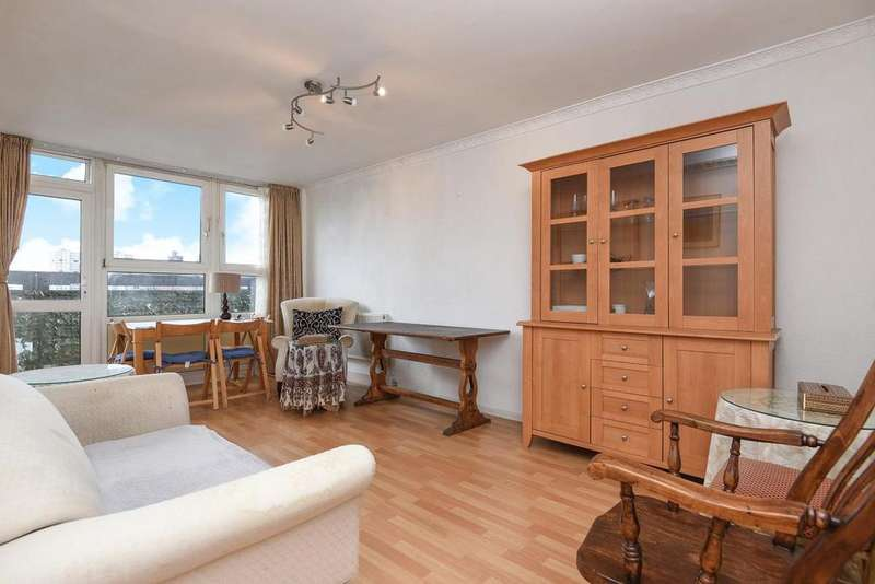2 Bedrooms Flat for sale in Rosenau Road, Battersea