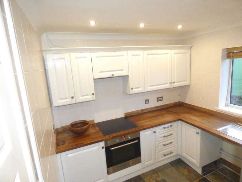 2 Bedrooms Maisonette Flat for rent in Woodcote Close, Waltham Cross