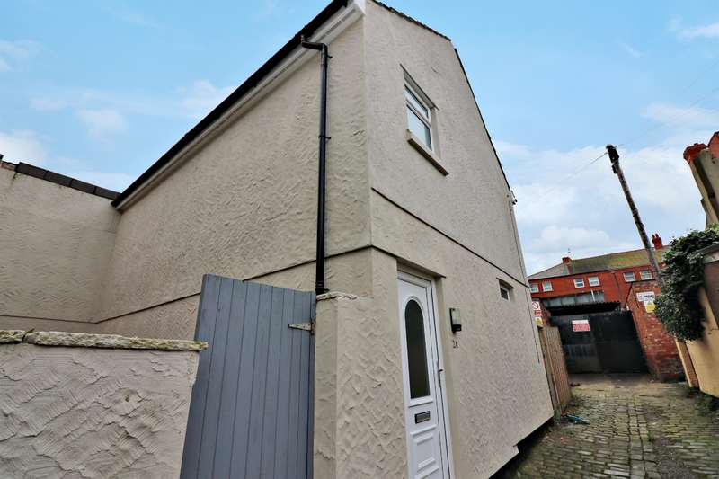 2 Bedrooms Detached House for sale in Magazine Avenue, Wallasey, CH45 5AH