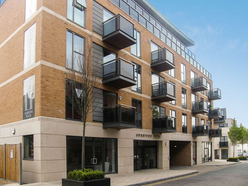 2 Bedrooms Flat for sale in St Mary's Road, Surbiton
