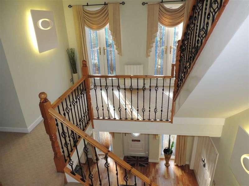 5 Bedrooms Detached House for sale in Mottram Road, Stalybridge