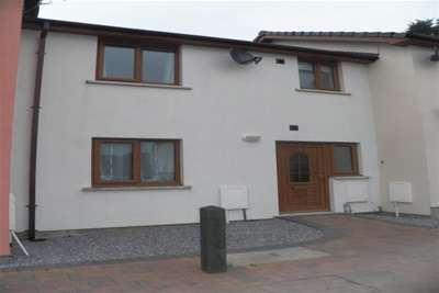 2 Bedrooms Terraced House for rent in Victoria Close, Narberth