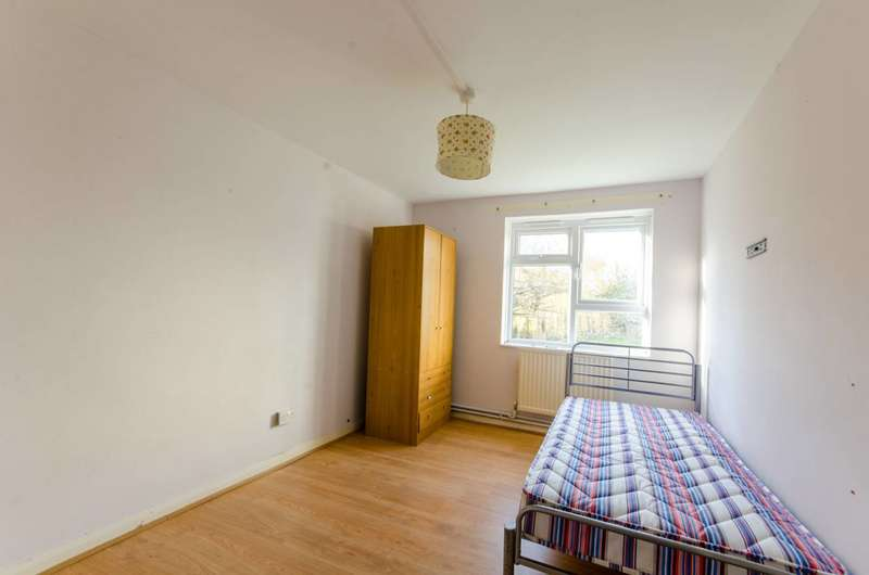 2 Bedrooms Flat for rent in Commerce Road, Wood Green, N22