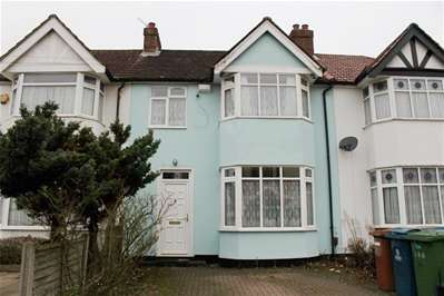 3 Bedrooms Terraced House for sale in Bishop Ken Road, Harrow Weald