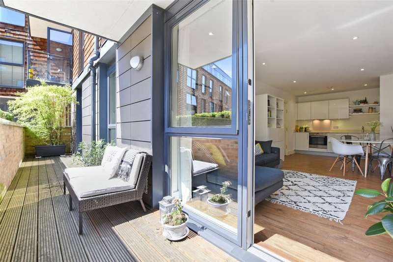 2 Bedrooms Flat for sale in Citrine Apartments, 11 New Gun Wharf, London, E3