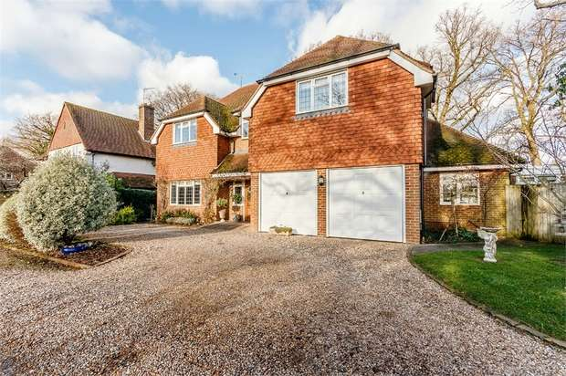 5 Bedrooms Detached House for sale in Wey Manor Road, New Haw, Addlestone, Surrey
