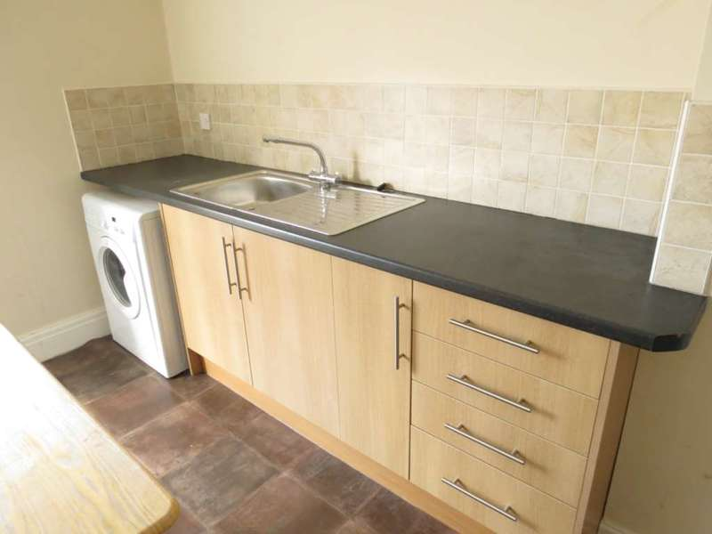 3 Bedrooms Flat for rent in Park Road, Blackpool