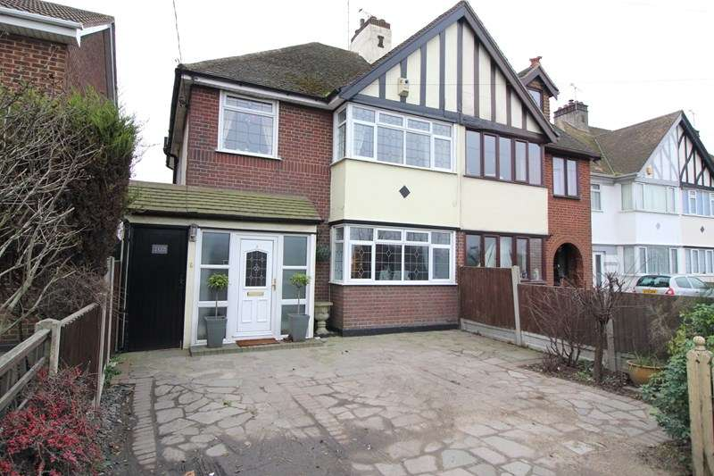 3 Bedrooms Semi Detached House for sale in Sutton Road, Rochford
