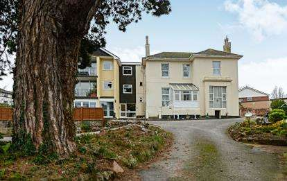 2 Bedrooms Flat for sale in 12 Belle Vue Road, Roundham, Paignton