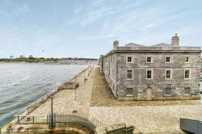 2 Bedrooms Maisonette Flat for sale in Stonehouse, Plymouth, Devon