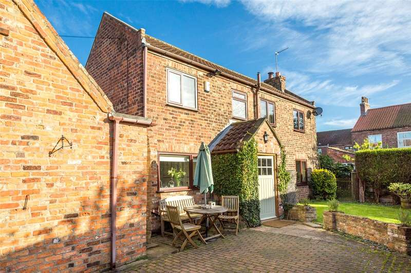 3 Bedrooms Detached House for rent in Chestnut Road, Cawood, Selby, YO8