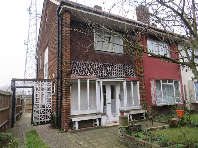 4 Bedrooms Semi Detached House for sale in Shooters Hill, SE18 3SA