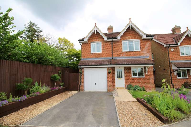 4 Bedrooms Detached House for sale in Woodcroft, Oakley, Basingstoke, RG23
