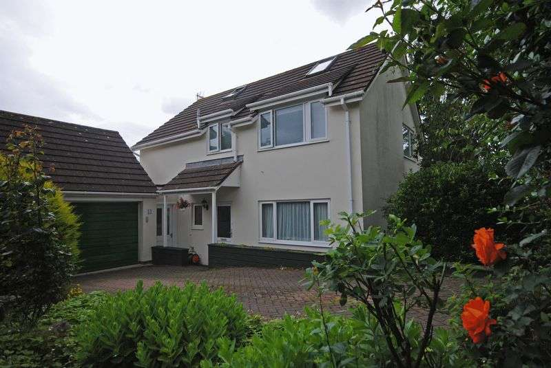 3 Bedrooms Property for sale in Pyne Gardens Upton Pyne, Exeter