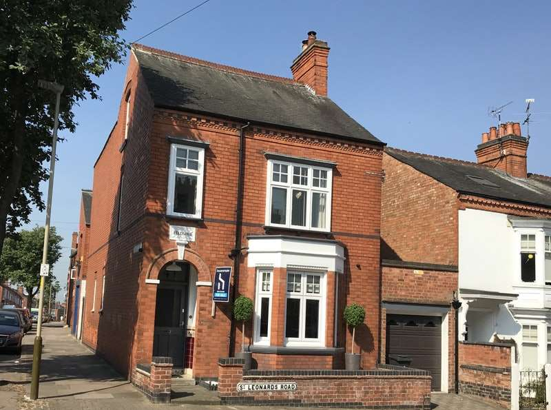4 Bedrooms Detached House for sale in St. Leonards Road, Leicester, LE2