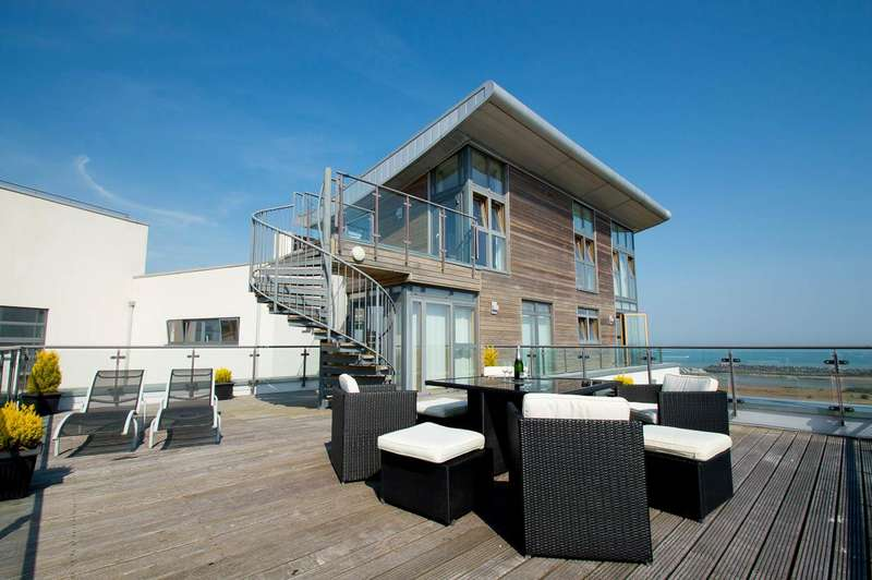 3 Bedrooms Flat for sale in Midway Quay, EASTBOURNE