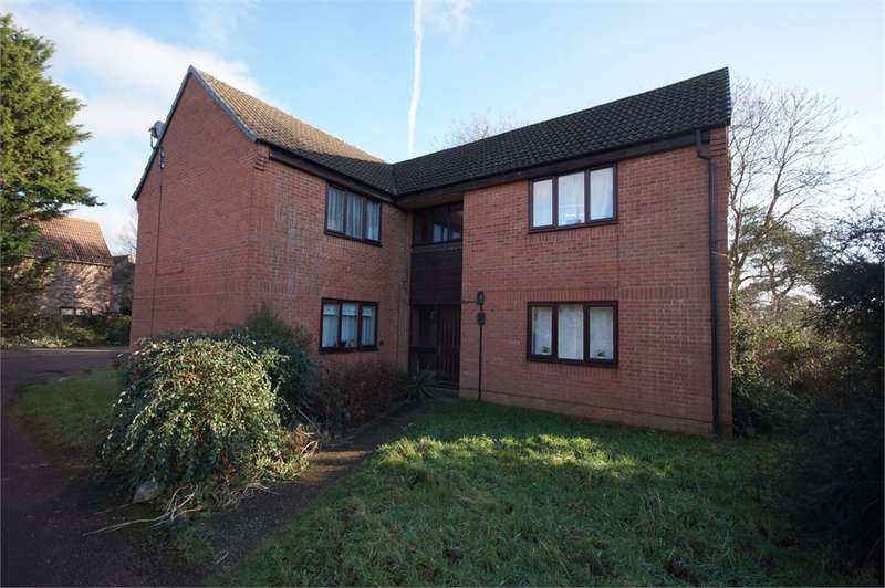 Flat for sale in Cannock Way, Lower Earley, READING, Berkshire