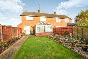 3 Bedrooms Semi Detached House for sale in Barnett Field, Ashford, Kent