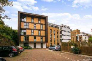 2 Bedrooms Flat for sale in Petergate, Battersea, London