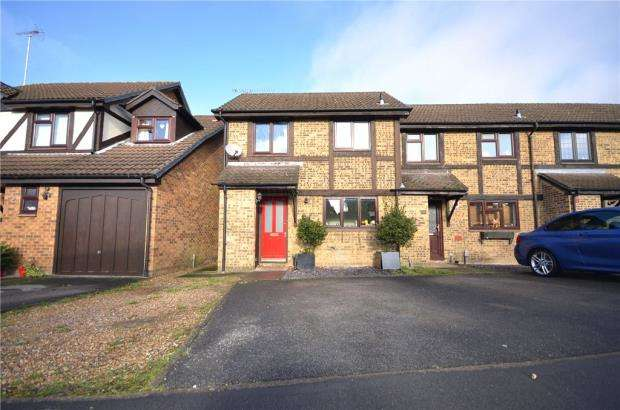 2 Bedrooms End Of Terrace House for sale in Morley Close, Yateley, Hampshire