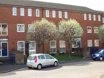 2 Bedrooms Flat for sale in Mikern Close, Bletchley, Milton Keynes, Buckinghamshire