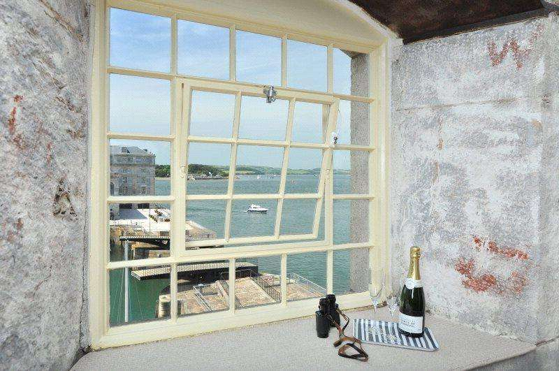3 Bedrooms Flat for sale in Mills Bakery, Royal William Yard, Plymouth, Devon, PL1