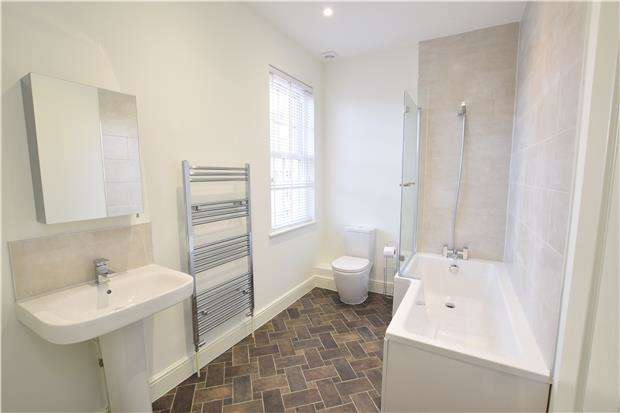 2 Bedrooms Flat for rent in Parkhurst Road, BEXHILL-ON-SEA, East Sussex, TN40