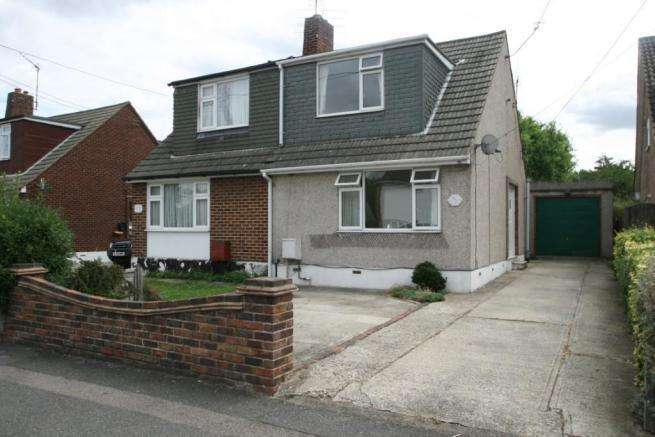 2 Bedrooms Semi Detached House for sale in Kents Hill Road, Benfleet, Essex, SS7 5XS